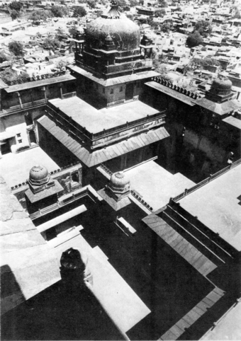 Lateral view from the 'palace tower' showing the internal organisation of space