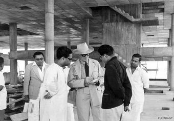 Le Corbusier with Balkrishna Doshi and others at  Musée, Ahmedabad, India, 1951