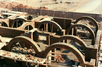 The structural system is characterized by the use of arches between the bays, to articulate the space and support the flat roof.