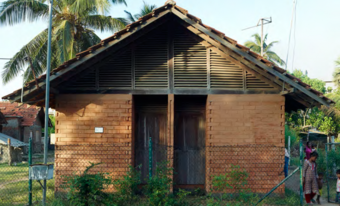 The houses were designed to allow for a flow of air through the building by the slatted upper walls at the gable ends. However, in practice, the increased exposure to the outside results in a great deal of dust entering the house, as well as rain entering