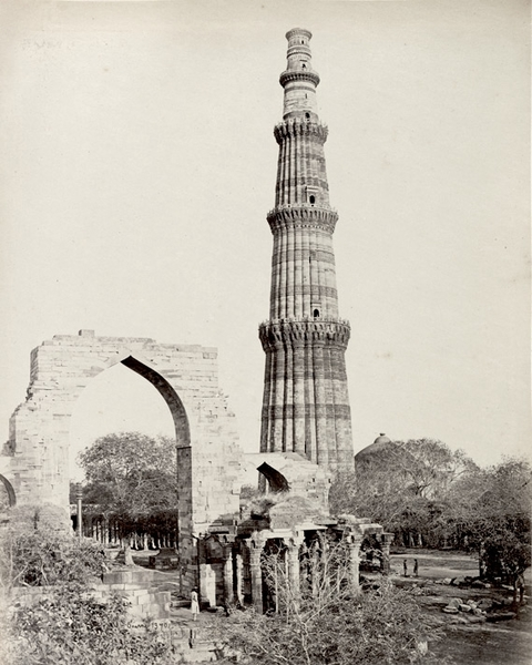 Qutb Minar and surrounding ruins.