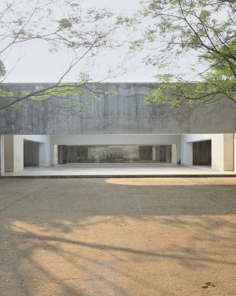 The concrete pavilion of Kashef Mahboob Chowdhury's Chandgaon mosque (2007) on the outskirts of Chittagong