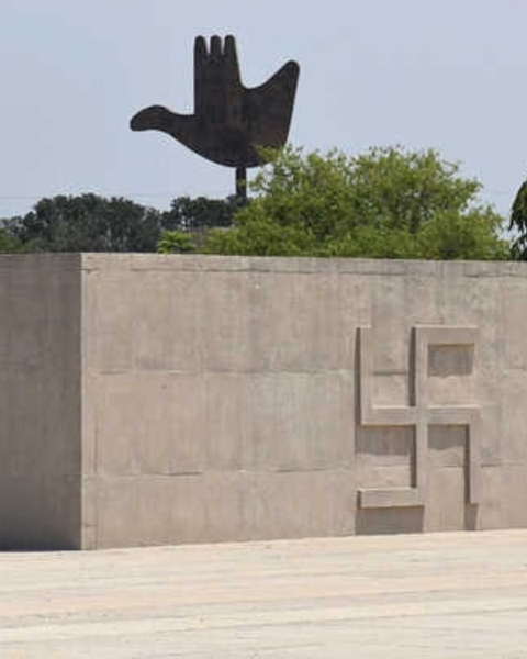 An incomplete project of Le Corbusier, the martyrs' memorial has been dedicated to freedom fighters.