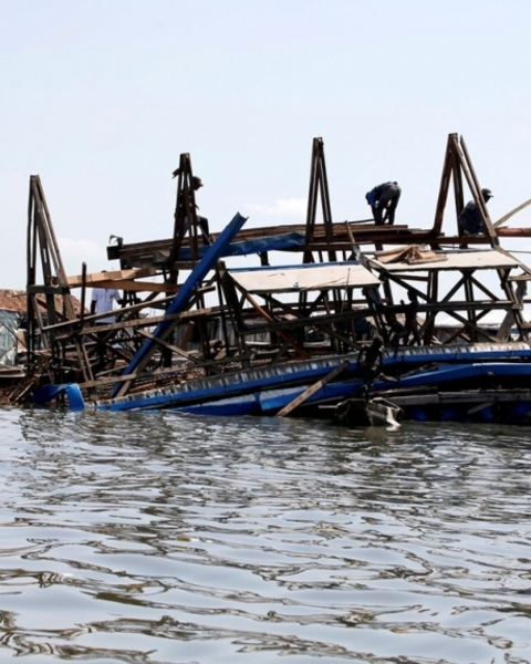 Residents work to dismantle the Makoko Floating School after it collapsed on Tuesday.