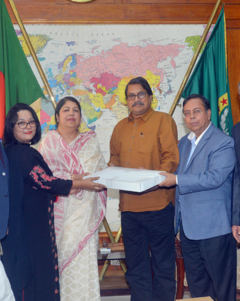 Director General of National Archives Dilip Kumar Saha and Chief Architect of the Department of Architecture Kazi Golam Nasir receive the master plan of Jatiya Sangsad Complex from Speaker Dr Shirin Sharmin Chaudhury on Sunday, Jan 27, 2019.