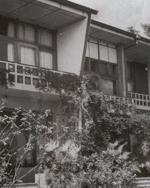 The north side of the Karunaratne House in Kandy, designed by Minnette de Silva and completed in 1950 (photo: early 1950s)