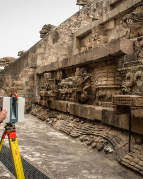 Process of 3D scanning in Teotihuacán