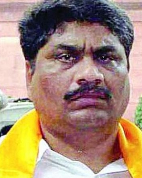 Guntur West MLA M. Venugopala Reddy said that the government will give preference to women in allotment of houses. At present, 10,000 houses have been sanctioned to Guntur city, he said.