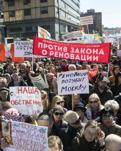 Thousands of protesters took to the streets of Moscow on Sunday to rally against the proposed teardown of Soviet-era low-rise apartment buildings.