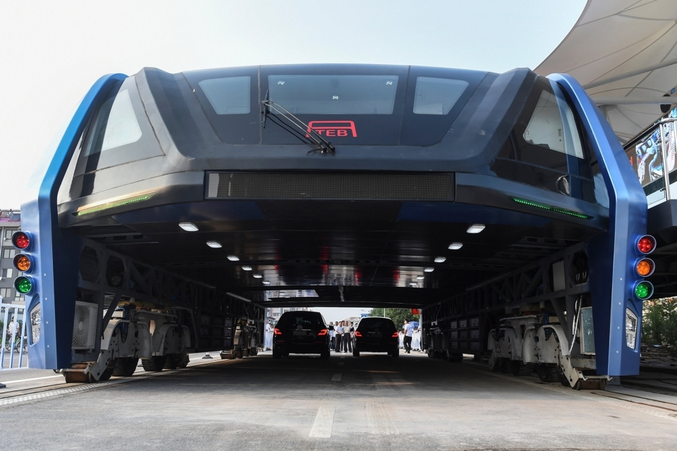 The 72-foot-long, 16-foot-high bus was designed to ride on tracks, with its body elevated so that two lanes of traffic could pass underneath.
