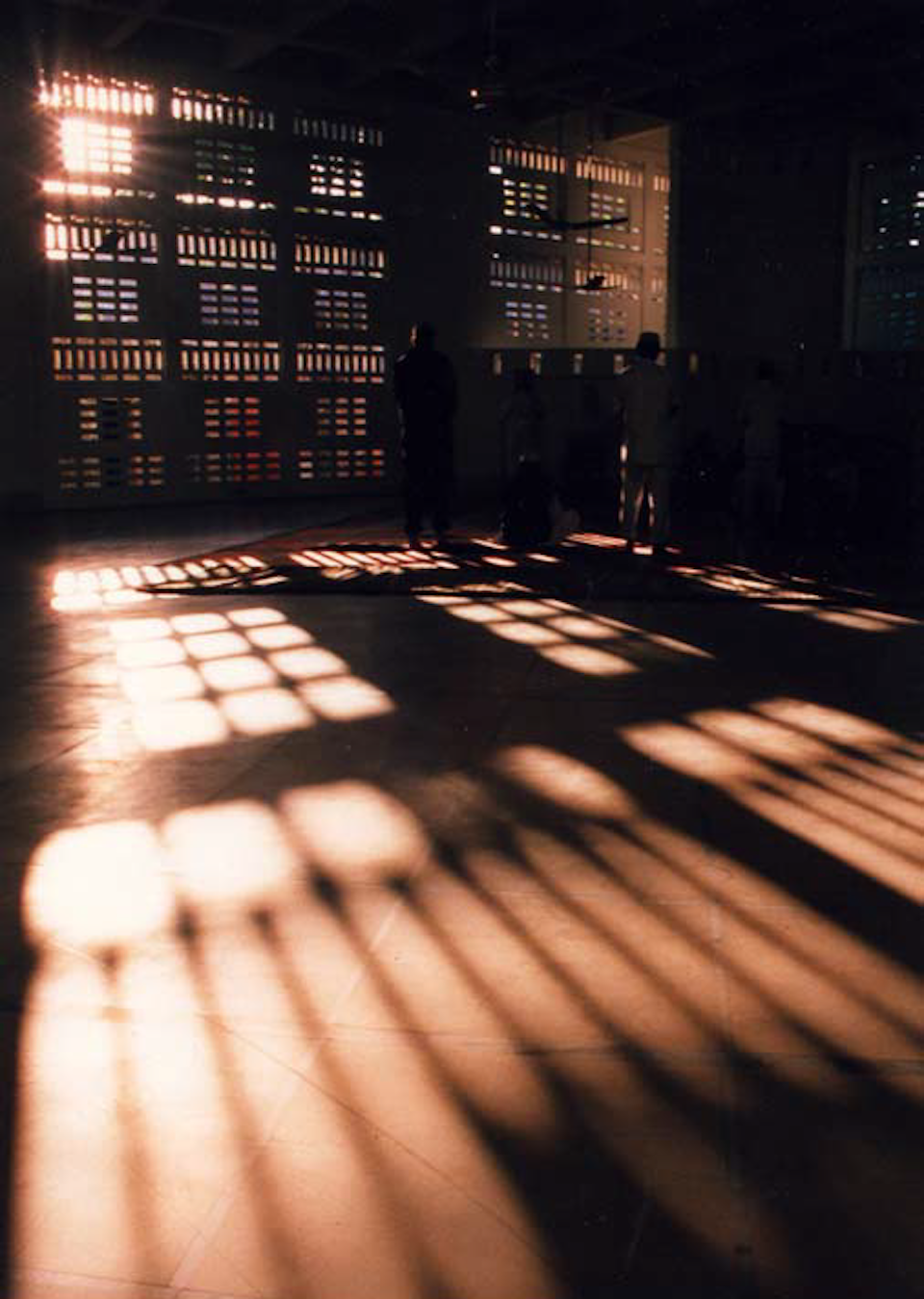 Light filtering through the Jali, the mosque had to maintain the modernist look of the original hotel