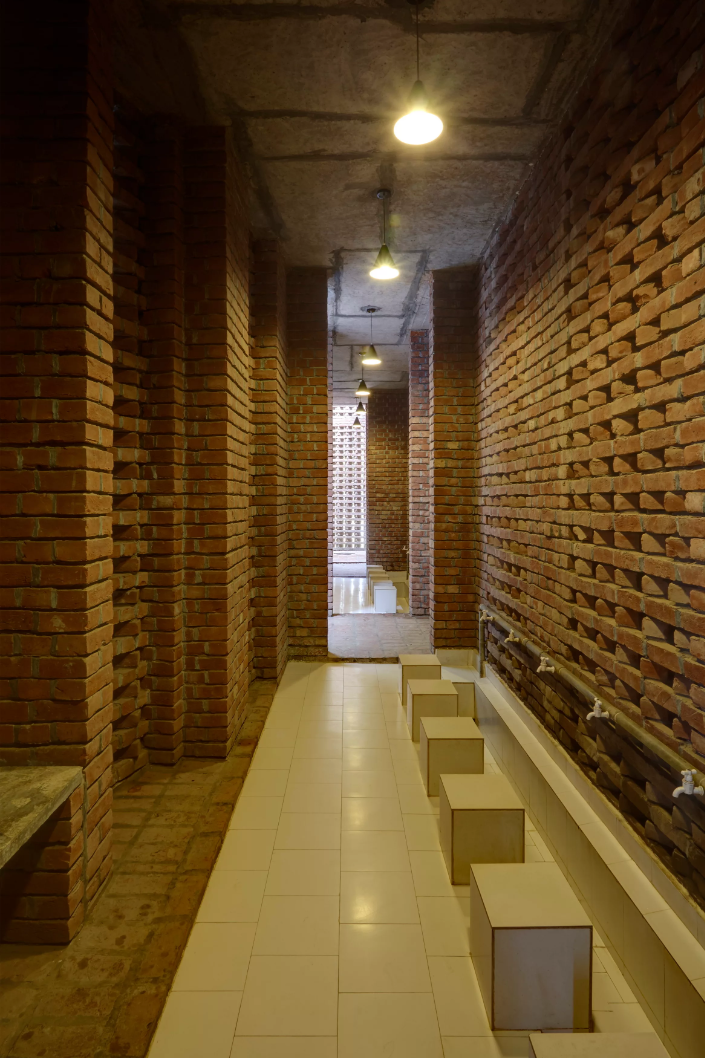 The ablution uses the additional depth allocated by the cylinder off-centred on the east facing side