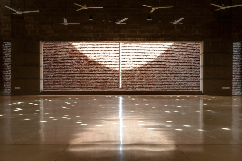 A gap in the brick wall denote the direction of the qibla, and then splays it so that, during worship, people don't get distracted by the sight lines onto the street, but see instead the sunlight bouncing off the thickness of the wall