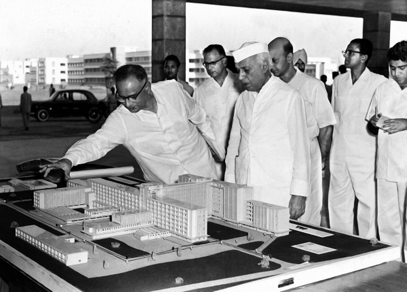 May 21, 1959: The Director of the All India Institute of Medical Sciences in New Delhi explaining the model of the institute to the Prime Minister, Jawaharlal Nehru