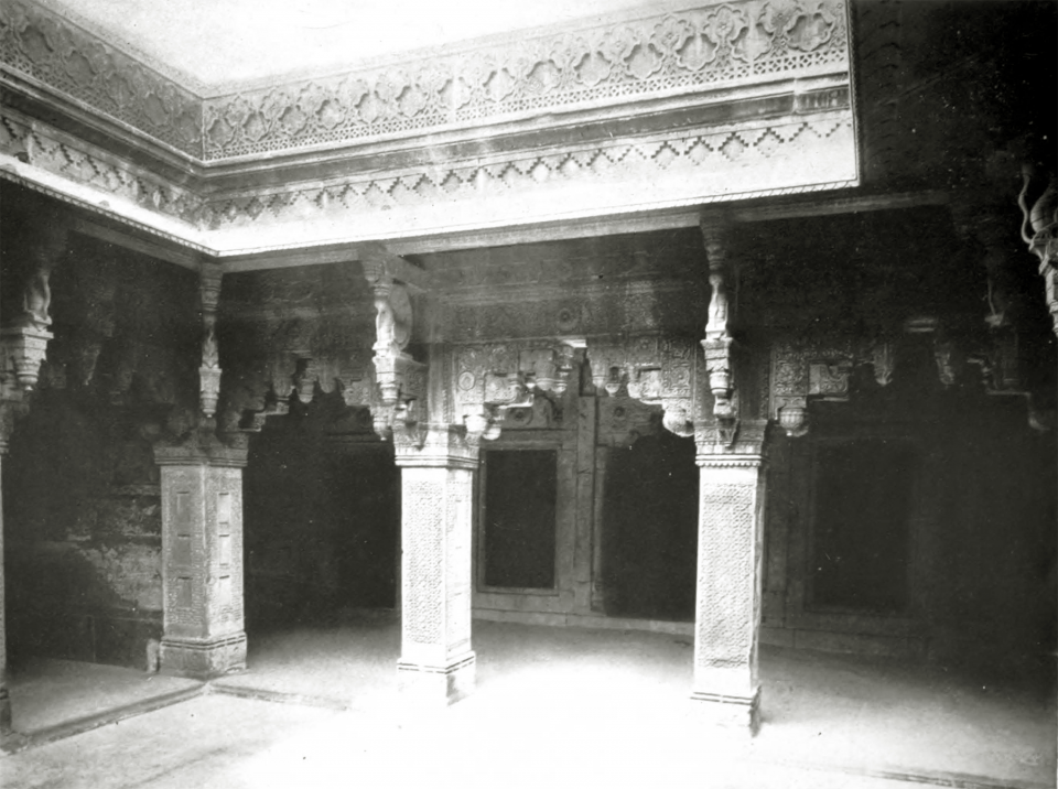 LXXVIII. The Jahângîrî Mahall, Agra: corner of courtyard.