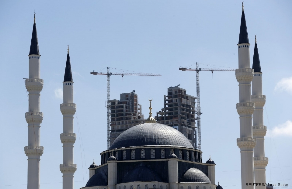 A residential tower being built behind the Mimar Sinan mosque in Ataşehir in 2012
