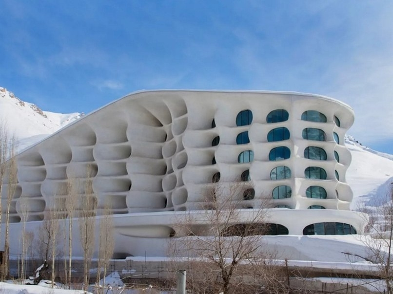 A ski resort designed by RYRA Studio, located an hour-and-a-half drive north of Tehran.