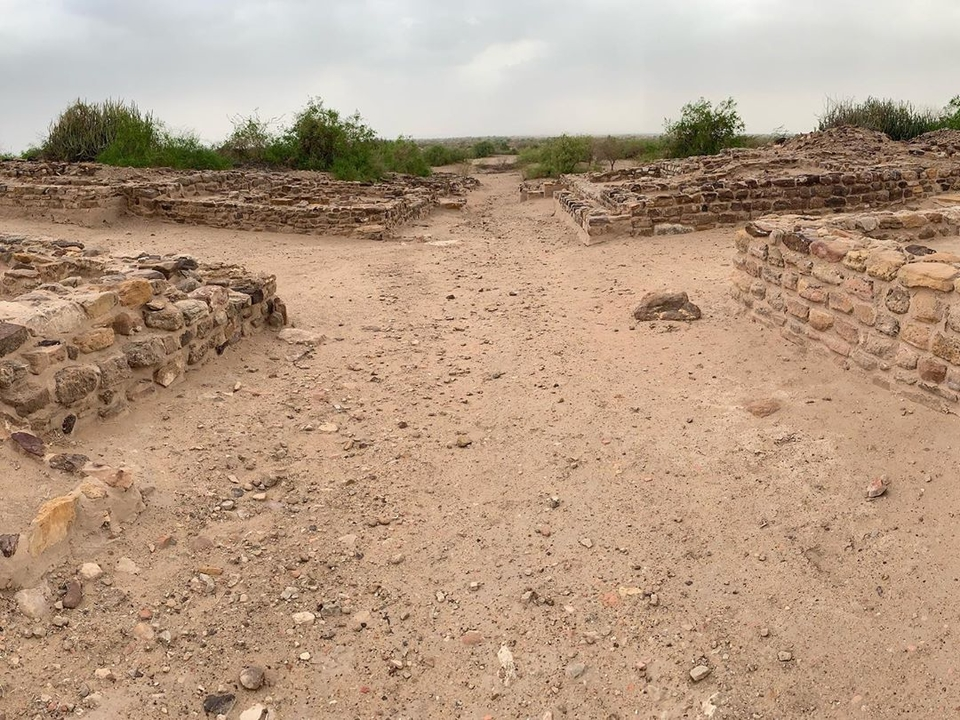 Dholavira (approx. 2600 BCE - 1900 BCE) - linear layouts of the Middle and Lower towns