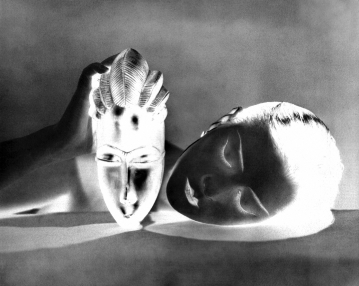 "Man Ray, ""Noire et Blanche"" (Black and White) (1926) gélatino-argentique photograph, 21 × 27,5 cm Paris, Centre Pompidou, musée national d'Art moderne"