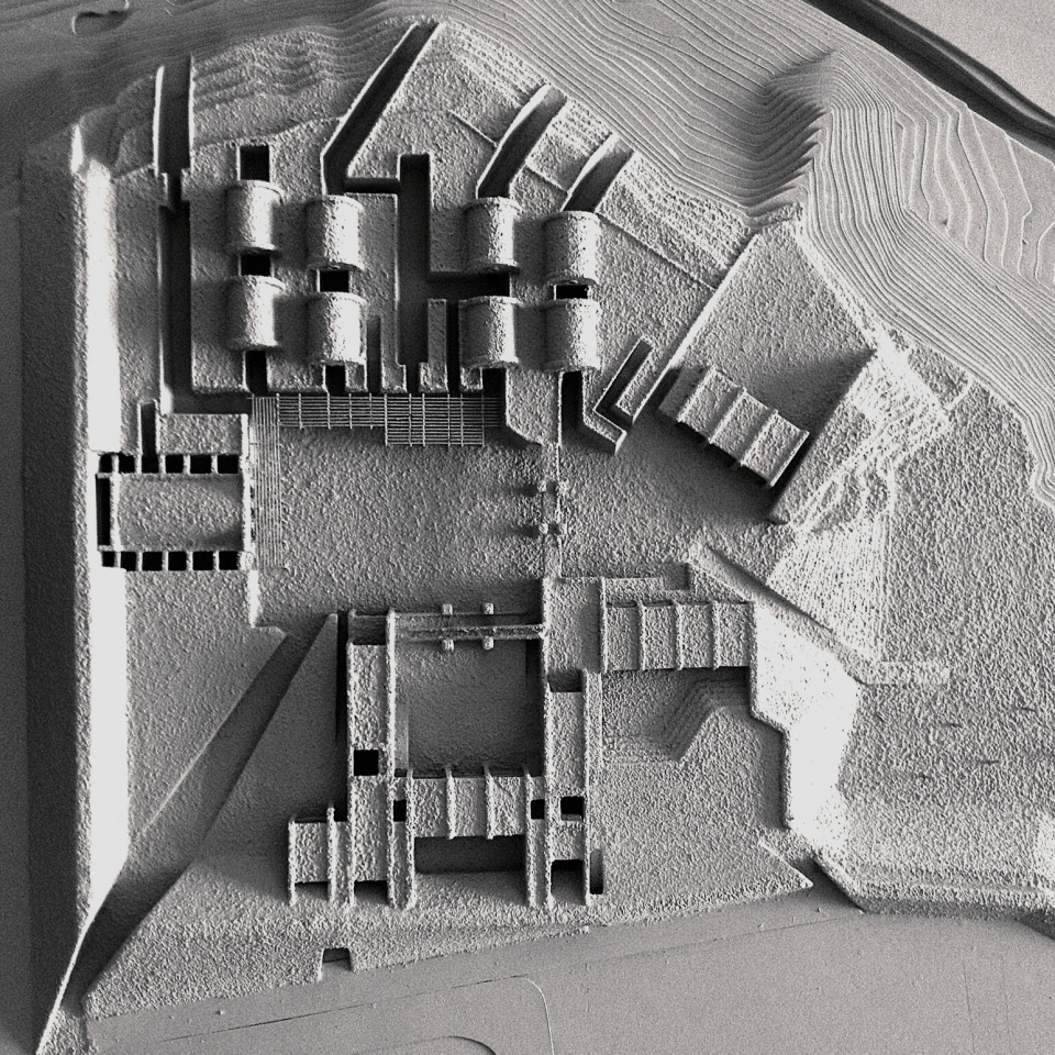 Plan view, showing the courtyards, with exhibition galleries on top