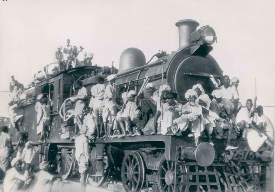 1947 AP Wirephoto showing Muslim refugees fleeing India for Pakistan during the partition of the former British colony