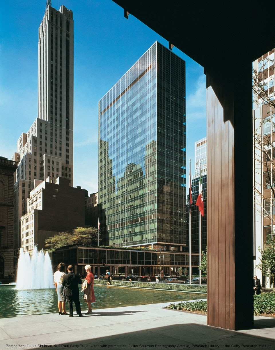 Lever House by Gordon Bunshaft of Skidmore, Owings & Merrill, New York City, New York, photographed in 1959