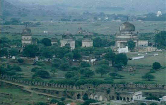 1991: Views of the tombs precinct from the Golconda fort, 1991. No habitation exists till the distant hilly outcrops.