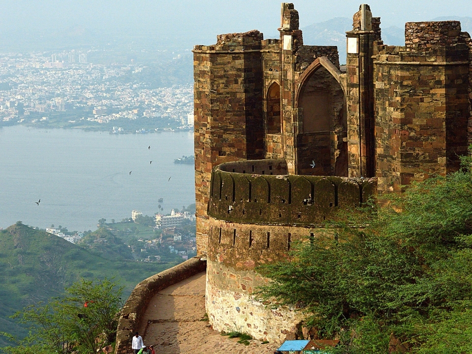 Taragarh Fort offers spectacular views of Ajmer, its lakes and the hills around.