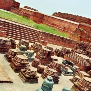 The International Council on Monuments and Sites has deferred the awarding of the World Heritage Site title on Nalanda Mahavihara pointing out several weaknesses in its submitted dossier.